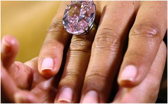 כמה שווה היהלום היקר ביותר בעולם?