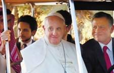 האפיפיור נכנס לשדה המוקשים של הסכסוך במזרח התיכון/ ניר חסון, אנשיל פפר